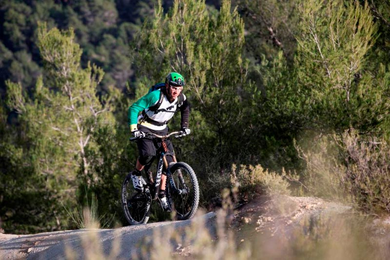 Fabien Barel teste son Canyon Strive AL Race
