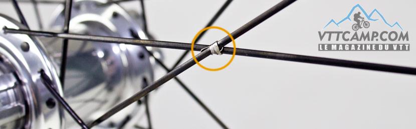 Ligature des rayons sur roues VTT