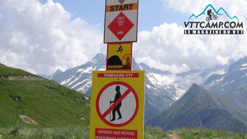Balisage dans le Bike Park des 2 Alpes